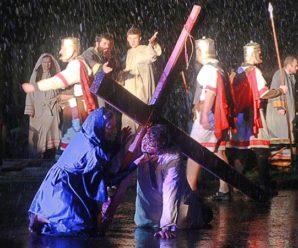 Unatoč snježnoj mećavi u Viduševcu izveden scenski prikaz Pasije
