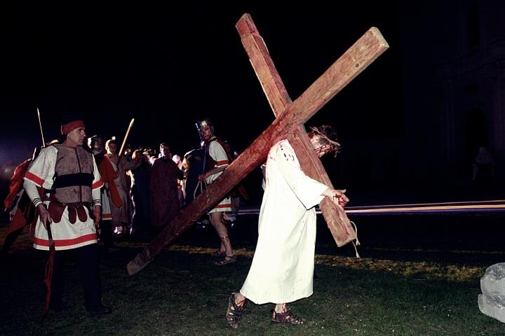 Prikaz Pasija – pobjeda proguta smrt izveden u Petrinji