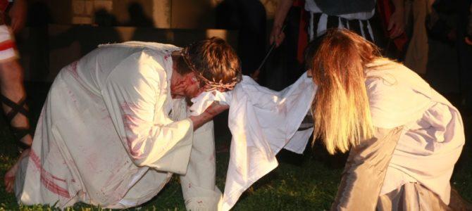 Pasija izvedena u Dubravi na poziv bivšeg petrinjskog kapelana Mihilla Gojanija