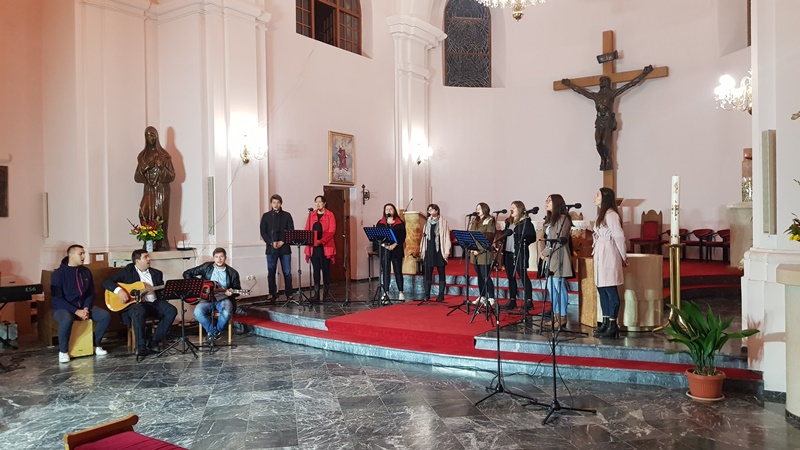 """Zbor Mladih Marijne legije """"Zagrlio starije pjesmom"""""""